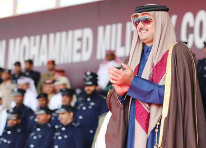 Qatari Amir attends graduation ceremony