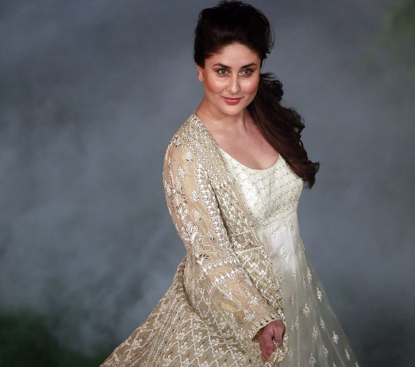 Bollywood: Photos: New mommy Kareena rules runway at Lakme Fashion Week finale