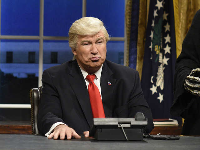 Host Alec Baldwin, 'SNL' cast skewer Trump White House