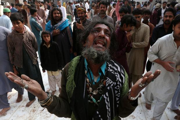 Pakistani forces kill, arrest dozens after IS shrine bombing