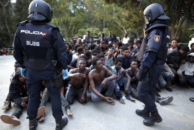 Hundreds of migrants cross Spanish border, clash with police