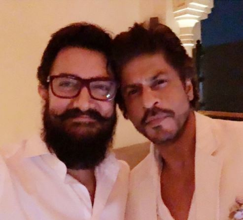 Shah Rukh Khan and Aamir Khan's first selfie together!