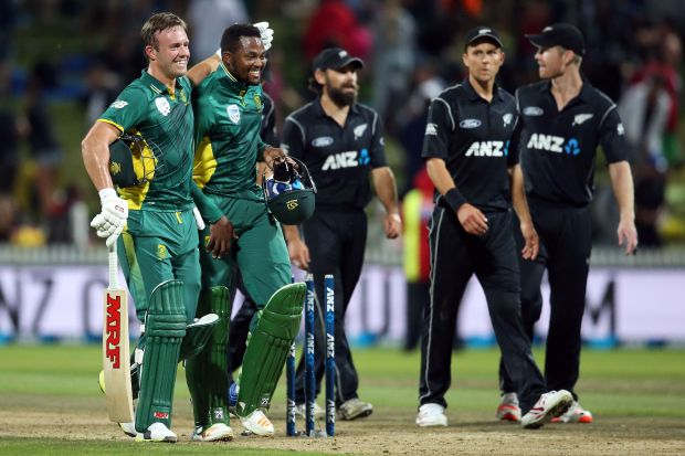 South Africa wins first ODI in final-over thriller vs New Zealand