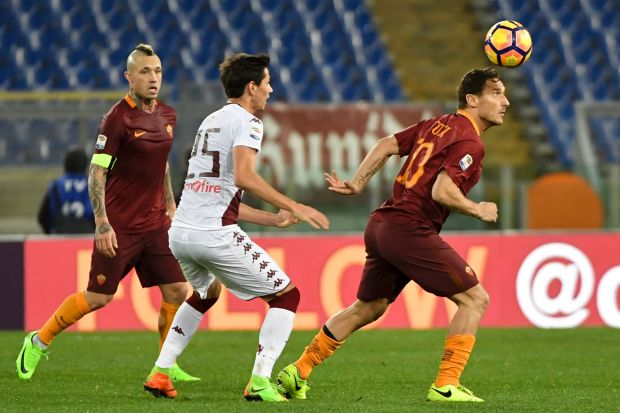Roma keep title dream alive