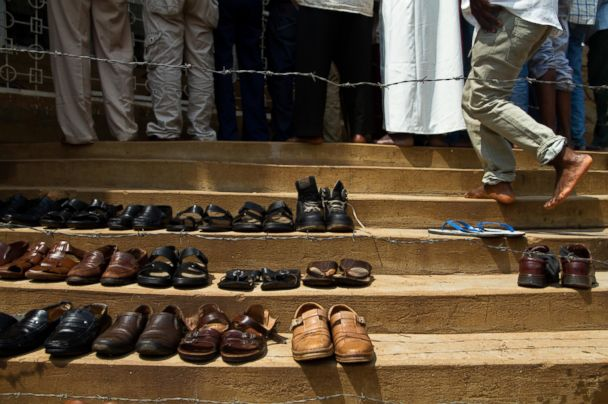 Egyptian minister's shoes stolen during Friday prayer
