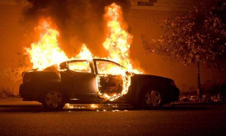 Electrical fire engulfs car after short circuit