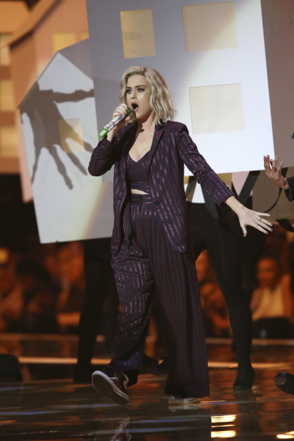 Hollywood: In Pictures: David Bowie honours, George Michael tribute top Brit Awards