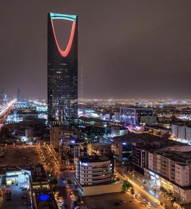 Saudi Kingdom Tower lit up in colours of Kuwaiti flag