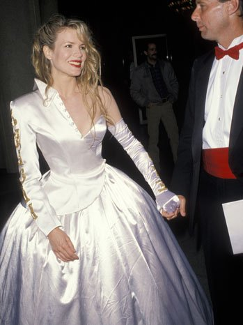 Hollywood: Oscars Fashion: Top 20 of the WORST Oscar looks of all time!