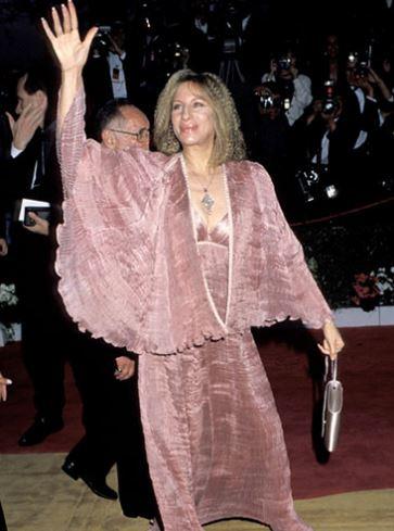 Hollywood: Oscars Fashion: Top 20 of the WORST Oscar looks of all time!