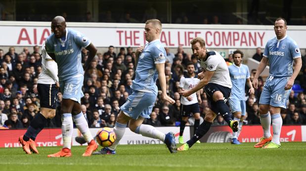Kane scores hat trick as Tottenham thrash Stoke 4-0