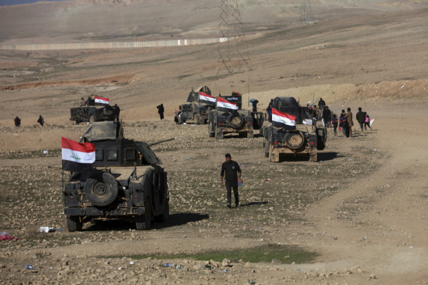 Iraqi forces aim to secure Mosul bridge, link up to east bank