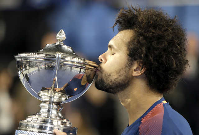 Tennis: Tsonga clinches trophy