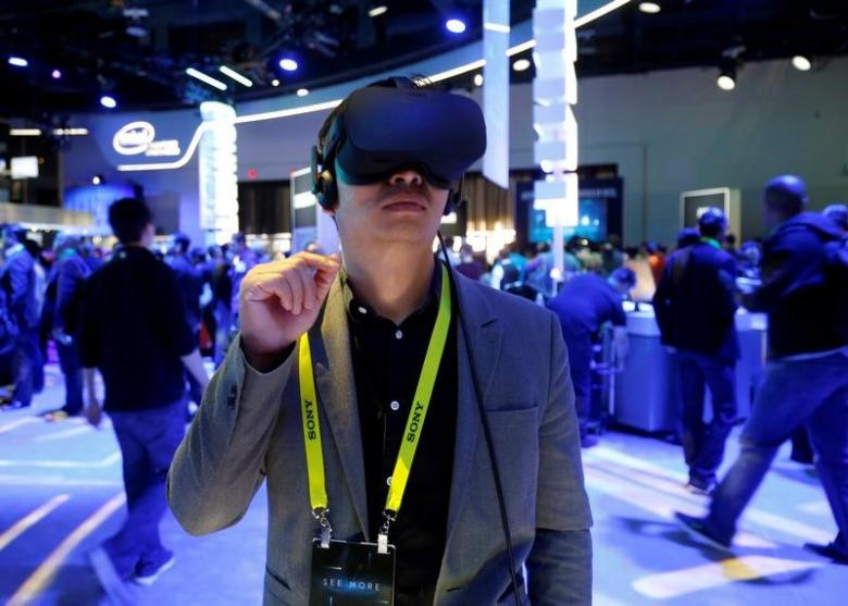 Facebook's Oculus trims price of virtual reality set by $200