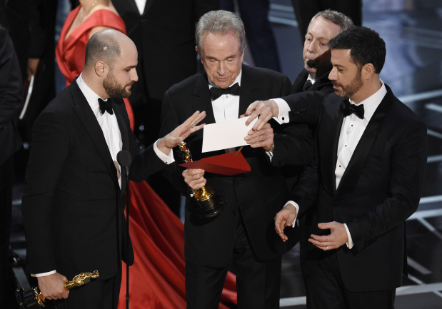Warren Beatty urges academy president to clarify Oscar fiasco