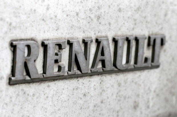 Renault shares shift down after pollution report