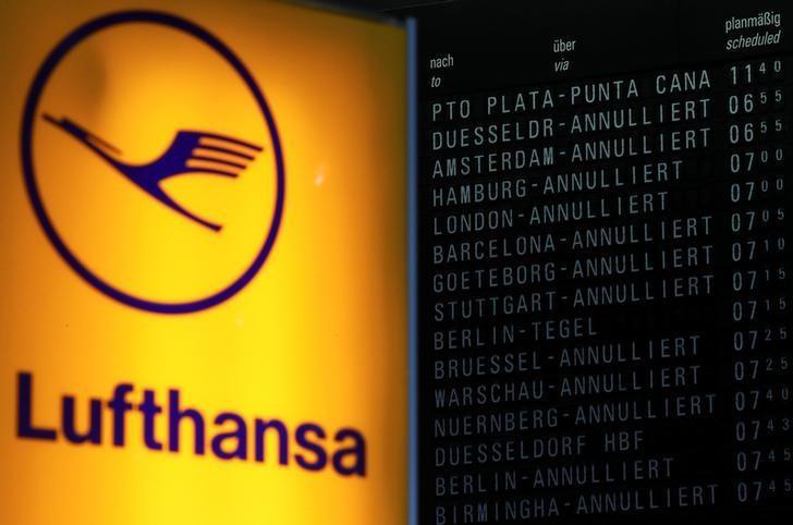 Lufthansa sees profit falling slightly in 2017