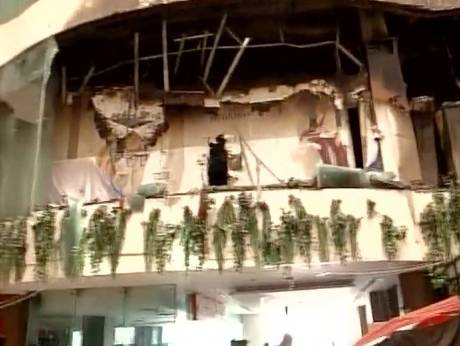 Dhoni, Jharkhand cricket team members rescued from fire-hit hotel