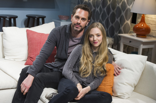 Amanda Seyfried marries CBS sitcom star Thomas Sadoski