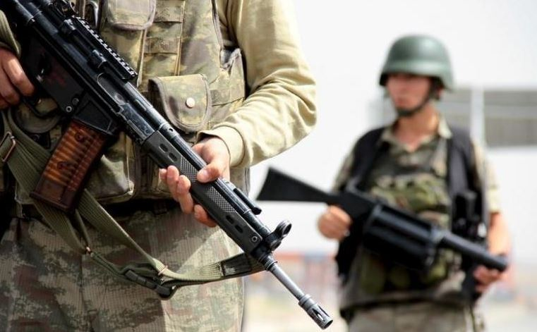One Turkish soldier killed, four wounded in clashes with Kurdish militants