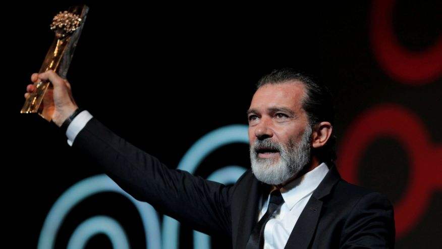 Antonio Banderas says he's recovered from a heart attack