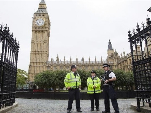 New arrest over London attack as govt eyes WhatsApp