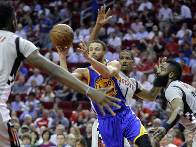 Curry scores 32 as Warriors hang on for win over Rockets