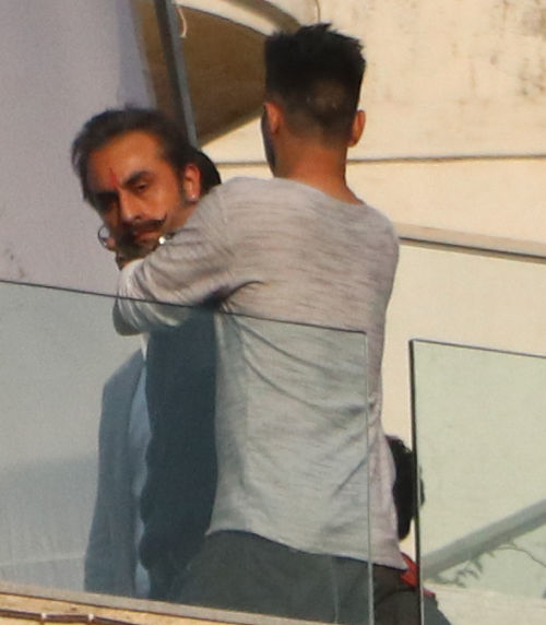 Bollywood: Ranbir Kapoor looks unbelievably like Sanjay Dutt while shooting for biopic