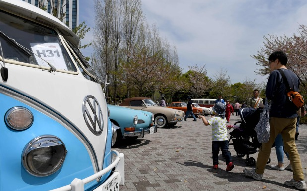 Volkswagen aims to meet tough China green car quotas, no plan to buy credits