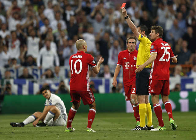 Bayern feel 'robbed'