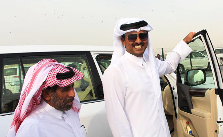 Qatari Amir attends opening day of camel race for tribesmen