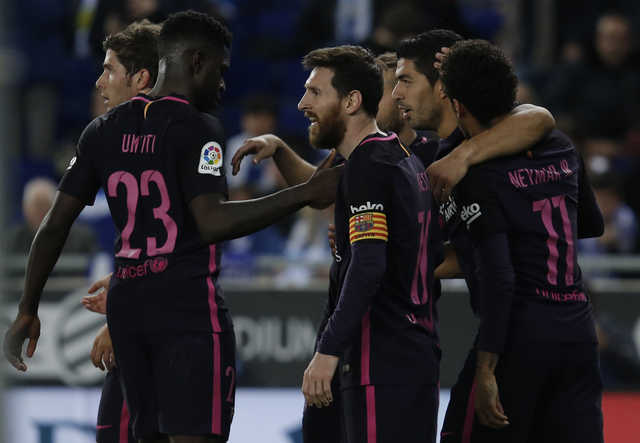 Suarez double keeps Barca top after late Marcelo strike rescues Real