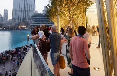 Apple Store opens in Dubai Mall