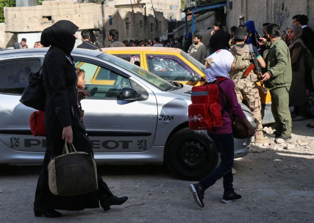 Syrian rebels, families start leaving Damascus neighbourhood