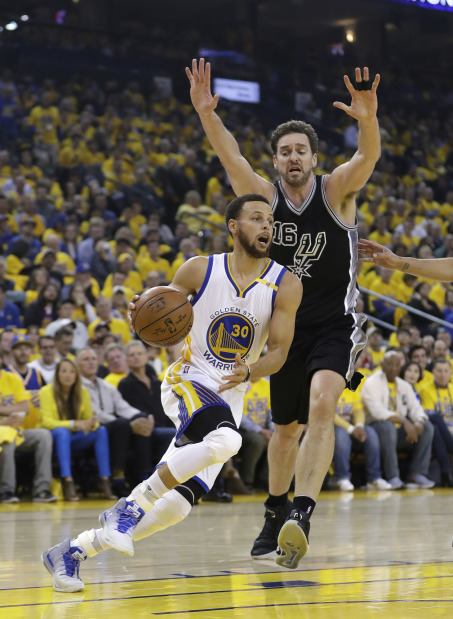 Warriors double lead over Spurs with Curry heroics
