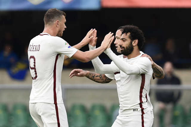 Roma keep Italian title hopes alive