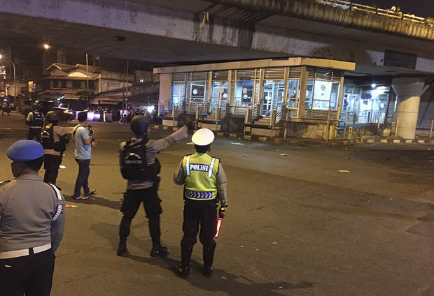 Policeman killed, four injured in suspected suicide bomb blast in Jakarta