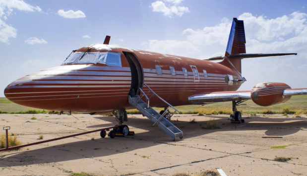 Jet owned by Elvis auctioned after 35 years