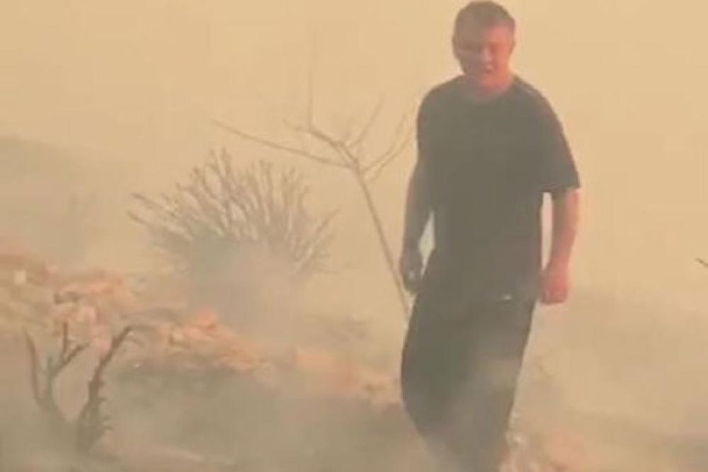 King of Jordan helps put out fire