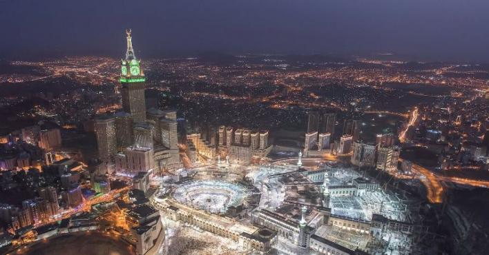 PHOTOS: Enthralling images of a spiritual Mecca by night