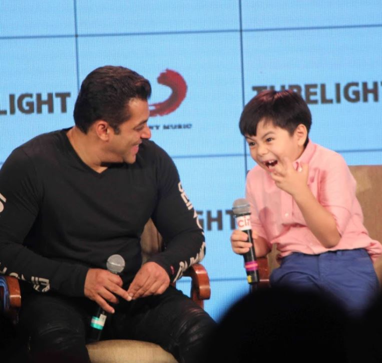PHOTOS: Salman's 'Tubelight' co-star destroys a racist question with his reply