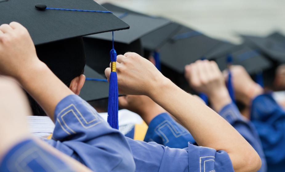 2,500 scholarships offered to graduates by Education Ministry
