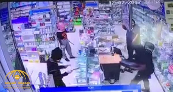 VIDEO: Three masked thieves rob pharmacy