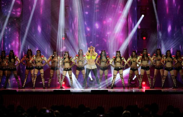 Bollywood: PHOTOS: Big winners, performances by Salman, Katrina & Shahid enthrall audiences at IIFA
