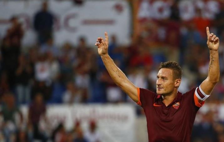 Francesco Totti confirms retirement to take Roma role