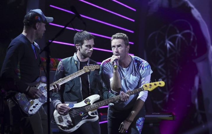 Coldplay salutes US immigrants in new video