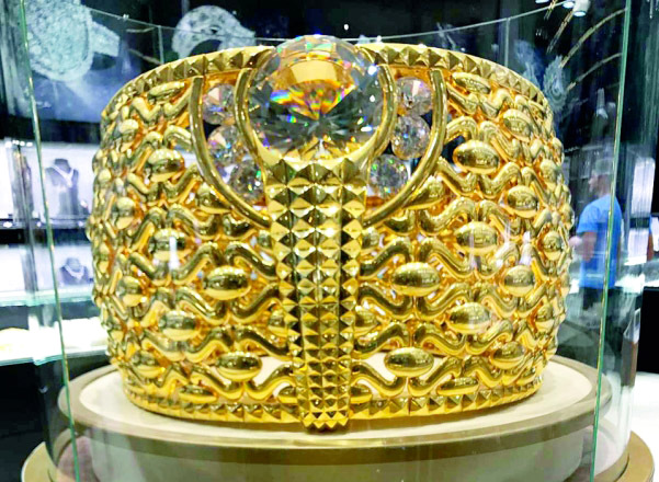 Biggest gold ring in the world on display in Dubai