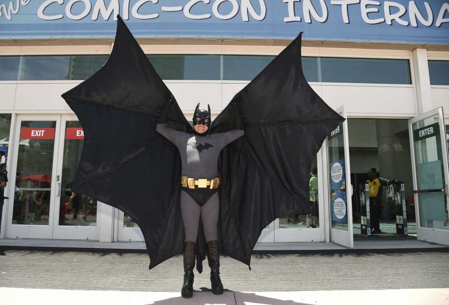 Late 'Batman' actor Adam West honoured at Comic-Con