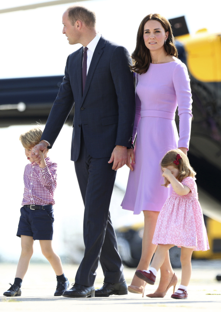 PHOTOS: UK royals hear children's concert, see Hamburg Airbus plant