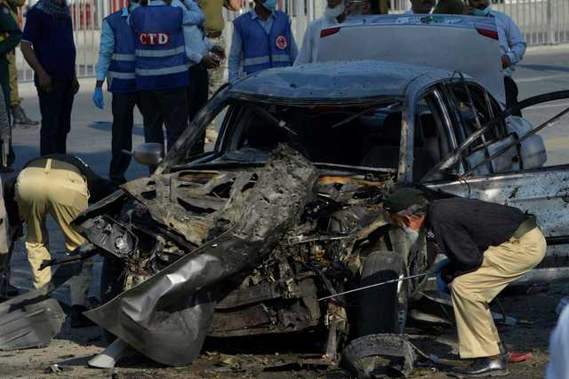 Suicide bomber kills 16, many of them police, in Pakistani city of Lahore